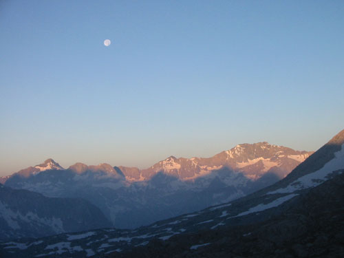 Dawn moon from Bishop Pass
