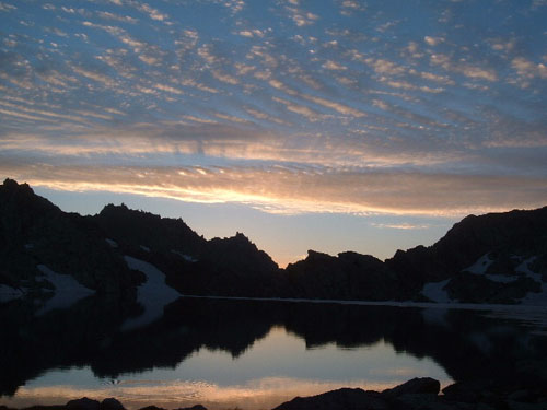 Sunrise over Columbine Lake